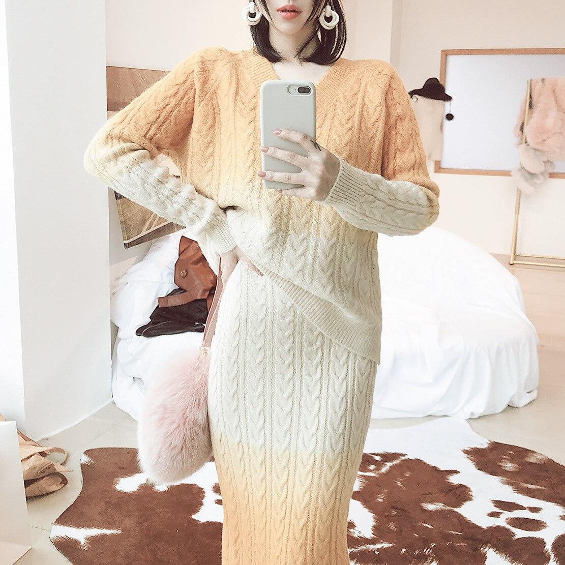 2018 Winter 2 Piece Set Women Two Piece Set New Twist Gradual Change Wool Blended V Collar Thickening Crop Top And Skirt Set