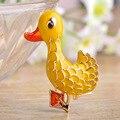 Pato amarelo Suéter Esmaltado Broche Pin Acessórios Bonitos do Estilo Coreano Do Vintage Saco Chapéu Pingente Ícone Animal Broche Bijoux