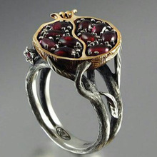 Vintage Round Gold Color Natural Red Garnet Ring Crystal Rhinestone Stone Leaf bague Pomegranate Jewelry Rings for Women Gifts