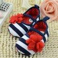 2015 мягкой подошвой детская обувь обувь для девочек сначала ходунки красивый цветок одного детская кровать в обуви девушки prewalkers прекрасный малышей обувь