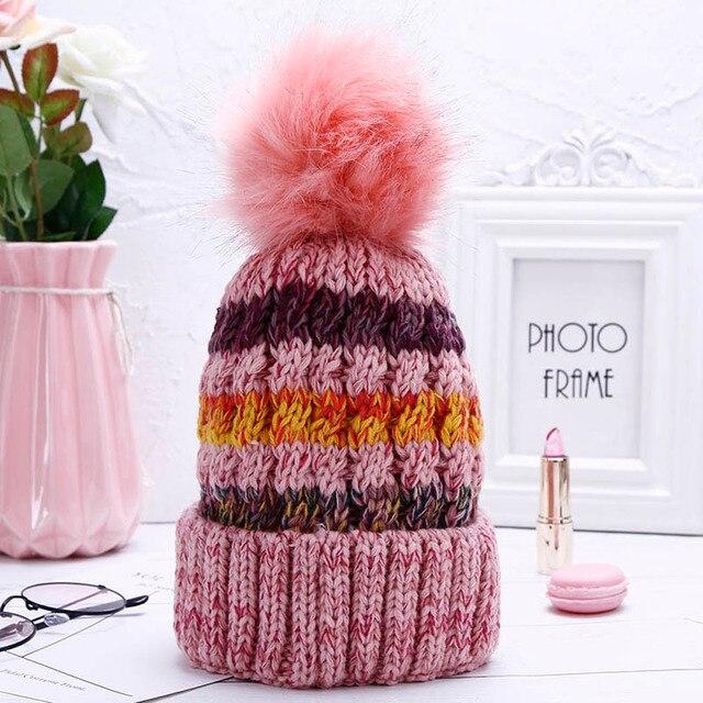 Otoño Invierno de las mujeres de piel sintética sombrero de pompón mujer  gorra despojado sombrero de niña sombreros de mujer bede8d0e6ec
