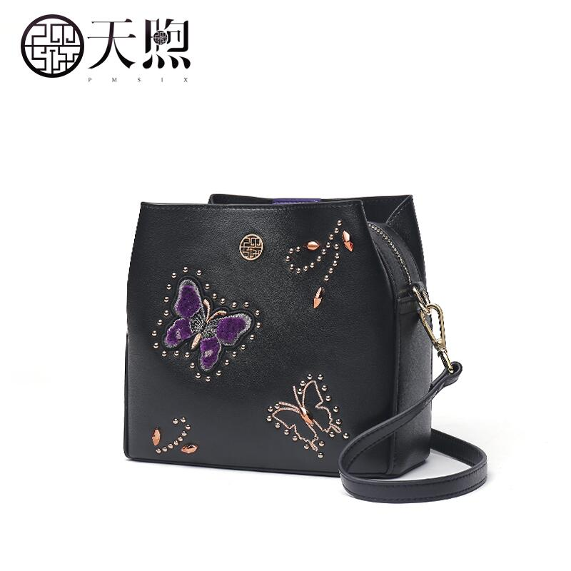 2019 new fashion leather ladies handbag National style retro handmade leather carving brand bag female2019 new fashion leather ladies handbag National style retro handmade leather carving brand bag female