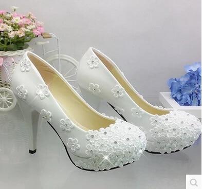 zapatos de boda de encaje blanco con plataforma de tacones altos