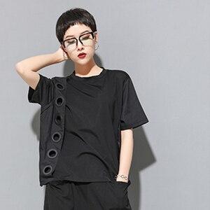 Image 4 - [Eem] 2020 yeni bahar yaz yuvarlak boyun kısa kollu siyah Hollow Out bölünmüş ortak büyük boy T shirt kadın moda gelgit JW045