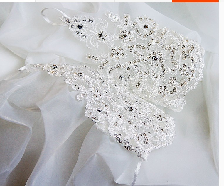 Red And White Lace Wrist Wedding Gloves With Beading Elegant Bridal Gloves Lace Up Back Wedding Accessories