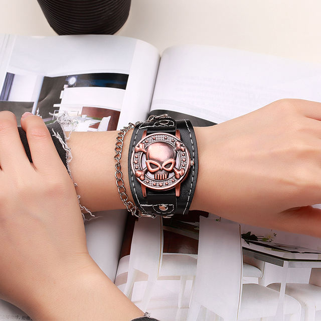 UNIQUE SKULL LEATHER WRISTWATCHES (2 VARIAN)