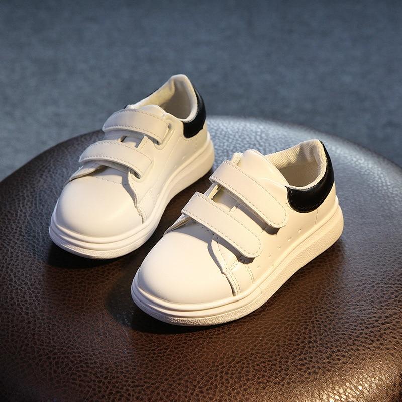 2017 წლის ბავშვები გაზაფხულზე და შემოდგომაზე დასასვენებელი სპორტული ფეხსაცმელი მამაკაცისა და ქალის ფეხსაცმლის დიდი ბიჭის სტუდენტებისთვის ბავშვის ფეხსაცმელი თეთრი ფეხსაცმელი