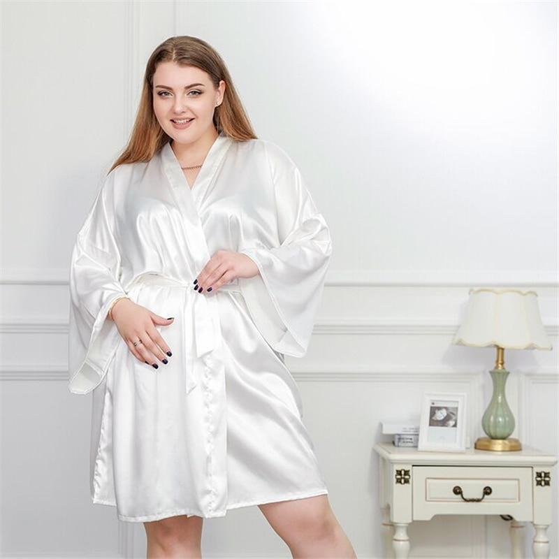 3fe85656c29ad9 Plus Size 4XL Quimono De Seda Roupão Roupão de banho das Mulheres Vestes de  Cetim de Dama de Honra Do Casamento Sexy Roupões Para 100 KG Branco ...