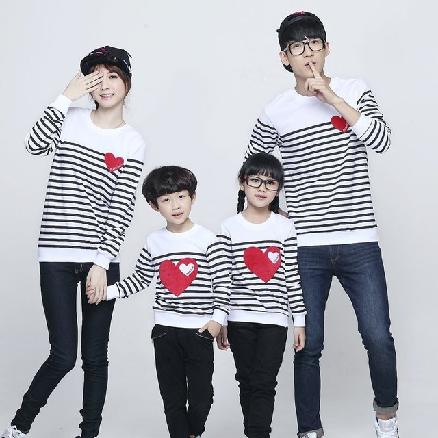 7ee3df787e959 US $9.51 44% OFF|2017 new design family clothing Spring Autumn long sleeve  love Stripe father daughter girl boy T shirt family matching clothes-in ...
