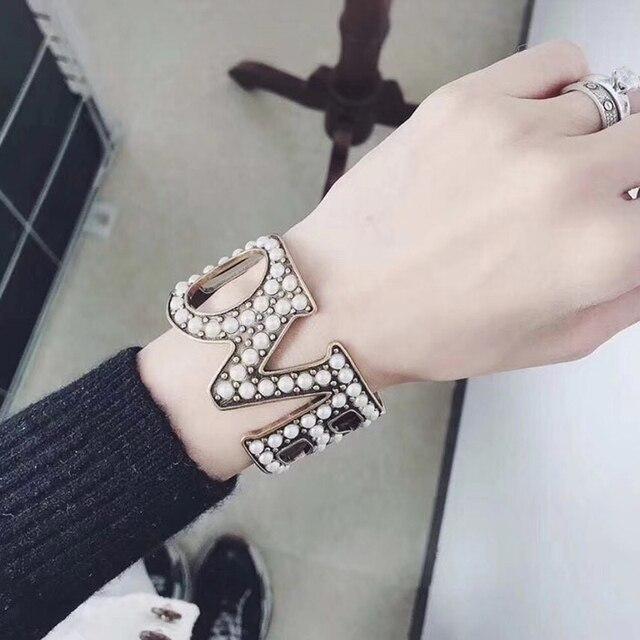 60b41f9c2f68 ZOZIRI Marca Diseño de lujo completa perla letras brazalete para las mujeres  de moda fresca carta