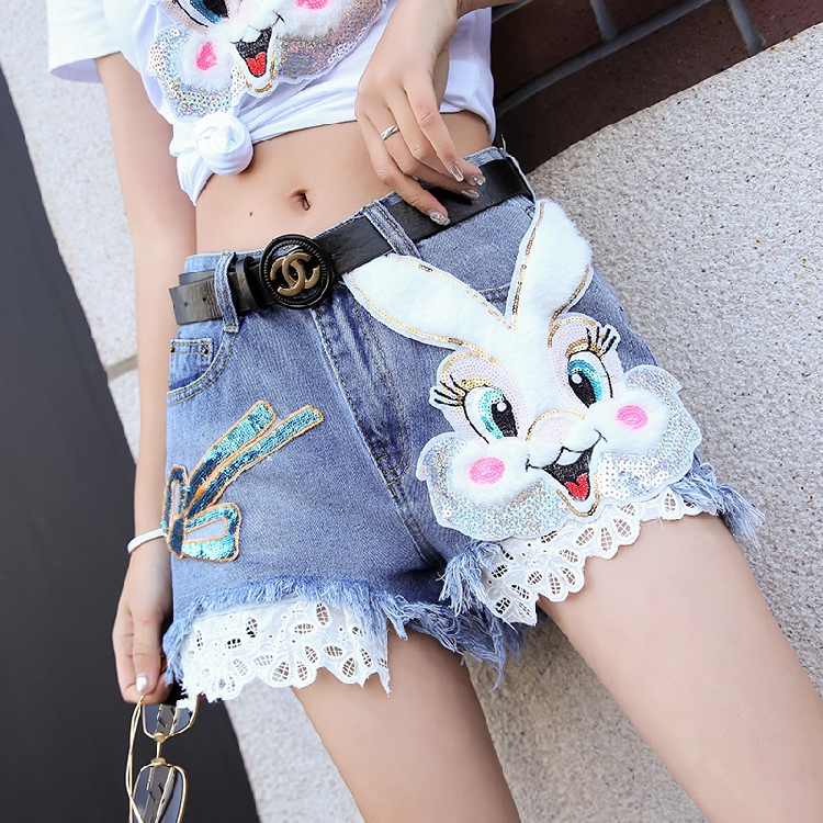 2019 Spring And Summer Female Age Reduction Korean Version Of Denim Shorts Net Red Cartoon Hole Small Feet Thin Pencil
