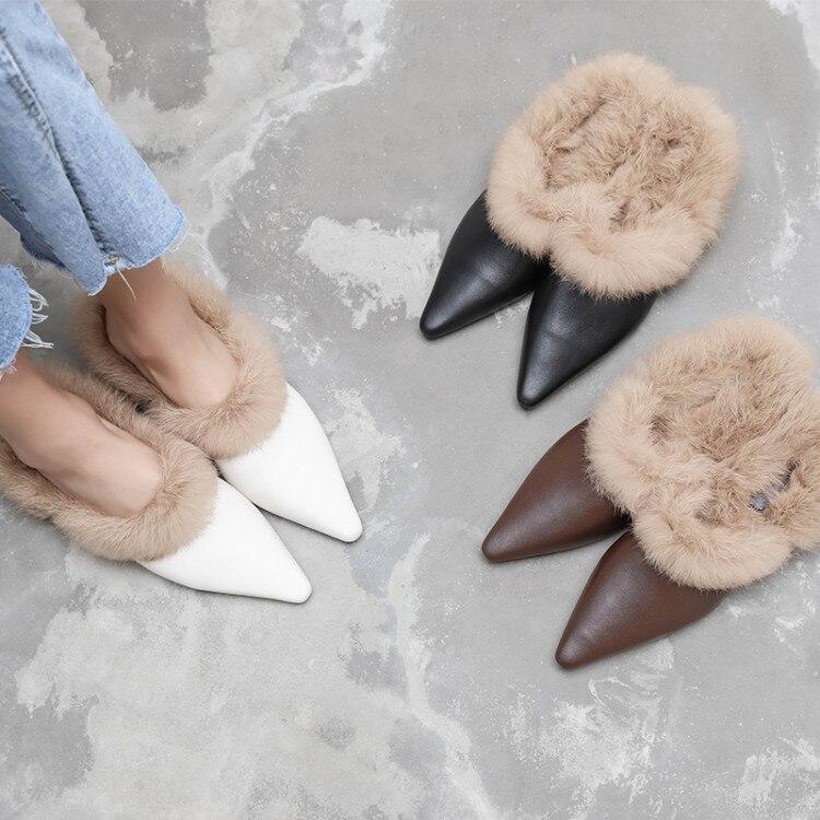 PXELENA Celebrity futra królika rzeczywistym muły buty prawdziwej skóry kobiety ciepłe niskie obcasy wkładane mokasyny kapcie Pointed Toe 2018 HOT w Kapcie od Buty na  Grupa 1