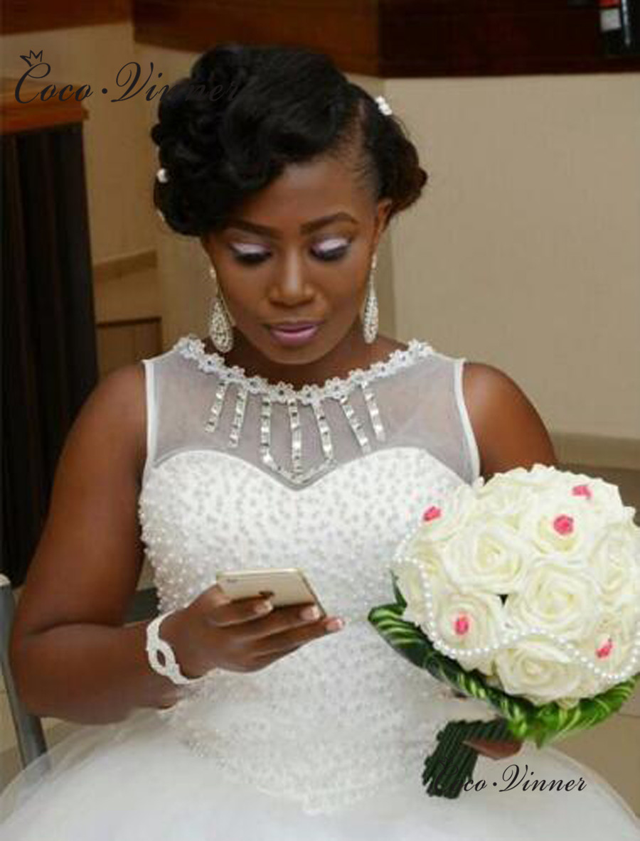O Neck Lace Up Pure White Ball Gown African Wedding Dress 2019 Sleeveless Pluse Size Pearls Wedding Gowns Bride Dress W0438