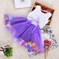2017 pétalas cor baby girl dress roupas arco meninas florais vestidos de princesa do bebê 1 ano de aniversário dress verão infantil dress