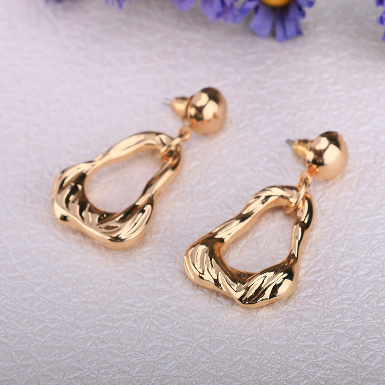 Alloy eardrop manufacturers selling European and American girls spiral fashion accessories ripple ms eardrop in Stud Earrings from Jewelry Accessories