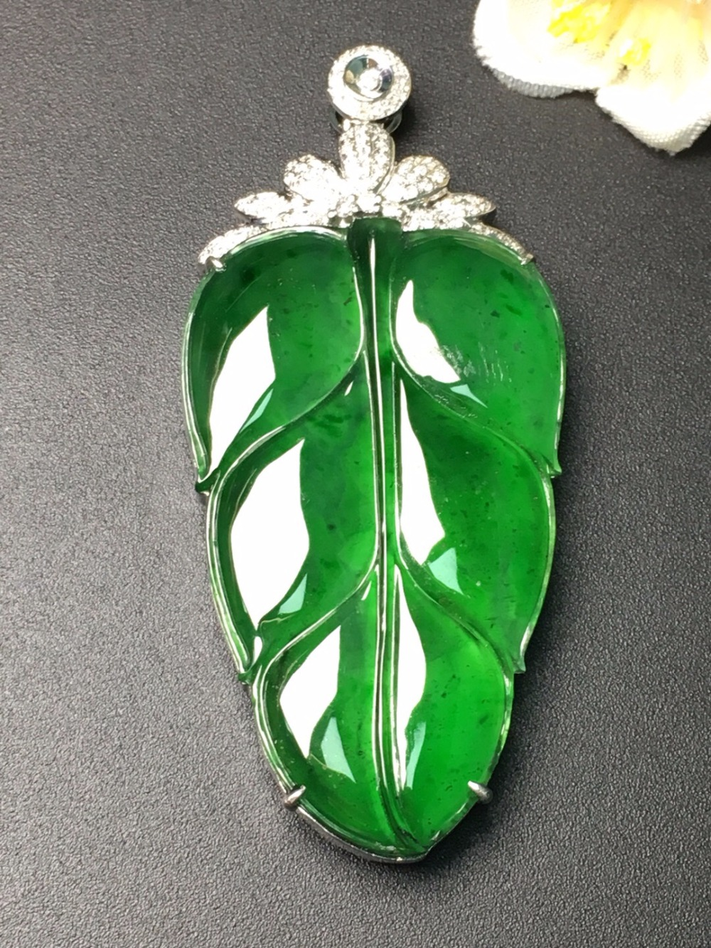 Carving Jadite Fine Jewelry Collection Real 18K Rose Gold Natural Green Jade Gemstone Leaf Shape Pendant Necklace Fine Pendants fine jewelry collection real 18k white gold natural green jade gemstone animal shape pendant necklace fine pendants