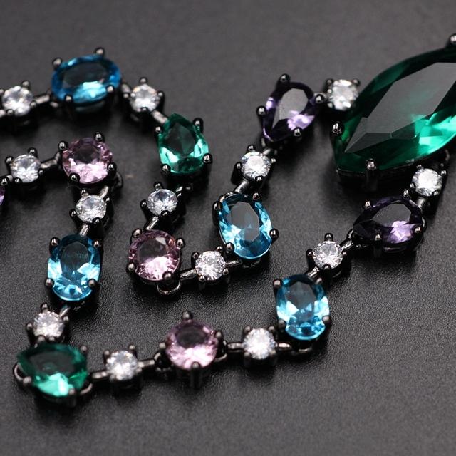 Gem Stone med Cubic Zirconia halsband.