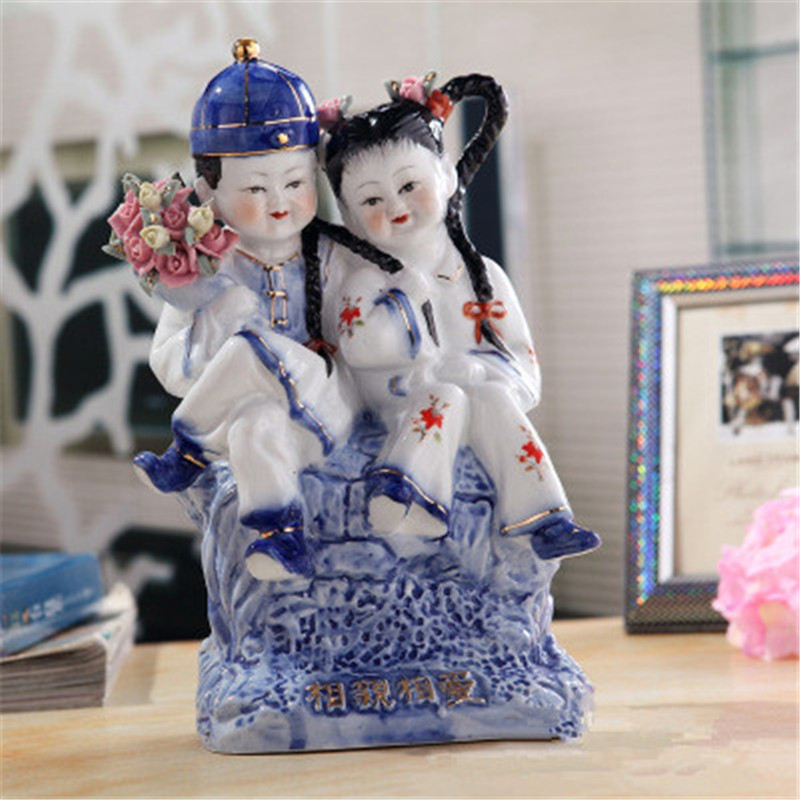 цены Ceramics Craftwork Wedding Gift Lovers Figures Statue Decoration European Style Living Room Furnishing Articles G1250