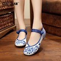 Blue And White Porcelain Women Flats Chinese Canvas Shoes For Women Casual Shoes Flower Breathable Female Footwear Flat SNE-392