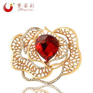 MZC 4 Colors Romantic Rose Flower Brooch Pin Rose Gold Alloy Hollow Leaf Austria Crystal Broshi Hijab Pin Scarf Clip Corsage