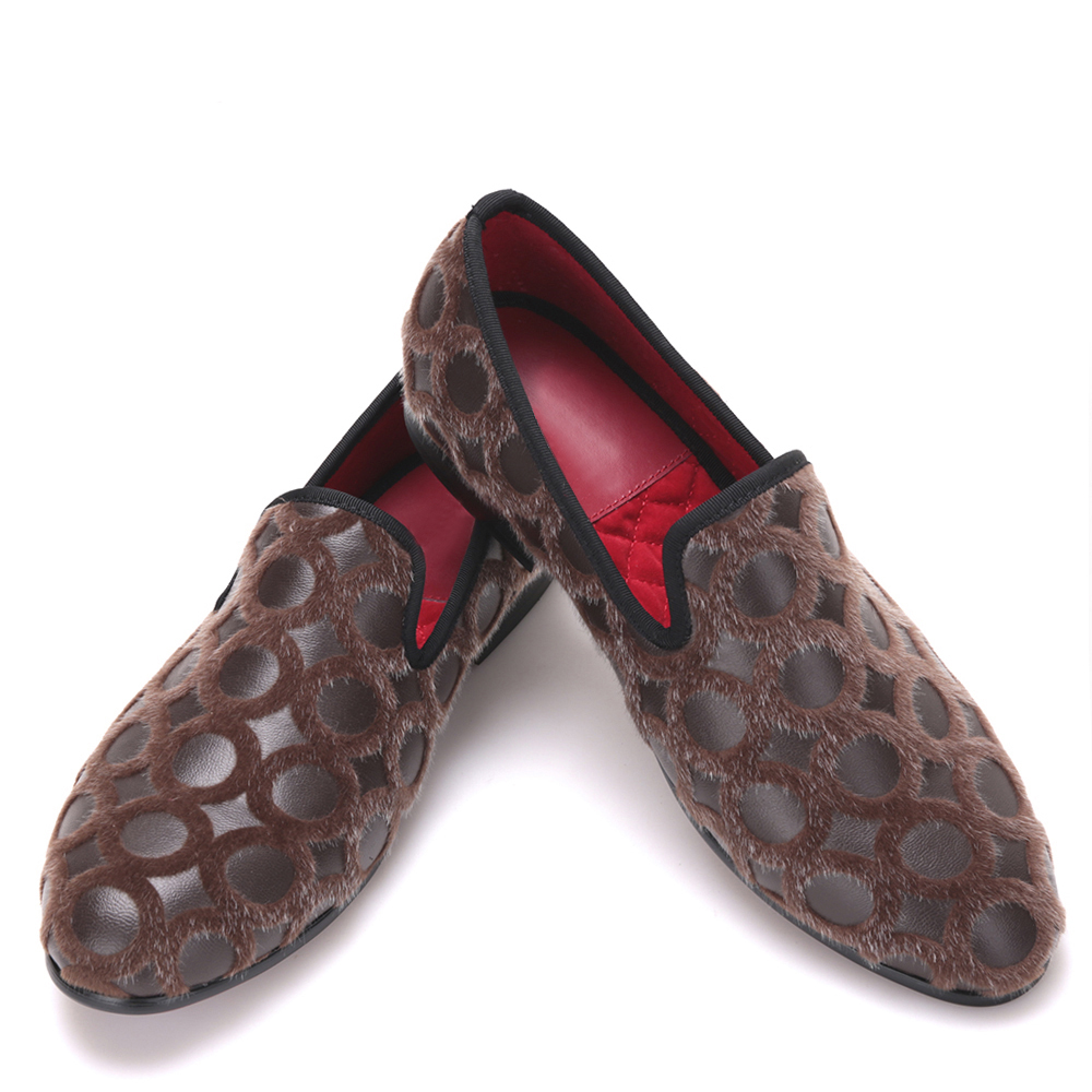 Handmade men brown color leather loafers with round velvet design luxurious British style men shoes trendy embossing and solid color design loafers for men