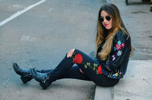 Rose Embroidery Ripped Jeans For Women