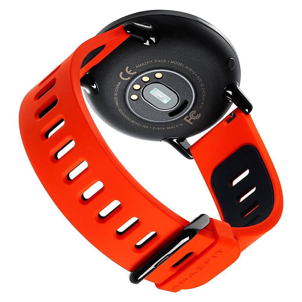 Широкий функционал часов позволяет отслеживать сердечные сокращения, количество пройденных за прогулку шагов или километров, сожженные калории.