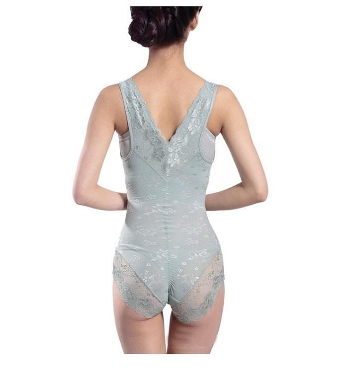 Pitsiga ääristatud naiselik body