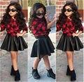2016 Мода Дети девушка одежда устанавливает клетчатые рубашки и кожаная юбка девочка Наряды 2 шт. набор