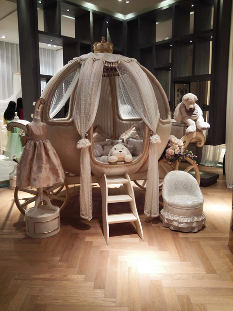 Exceptionnel European Luxury Fairy Tale Style Pumpkin Shape Crib Kids Dream Baby Cot Bed  Germany Beech