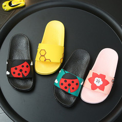 Kapcie dziecięce dla dziewczynek Cartoon biedronki plażowe klapki chłopięce miękkie buty z Pvc śliczne owady kapcie dzieci letnie płaskie slajdy w Kapcie od Matka i dzieci na