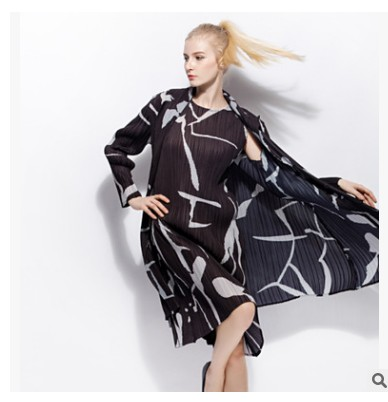 FREE SHIPPING Fashion fold   trench   coat loose long-sleeved print turn-down collar   trench   coat IN STOCK
