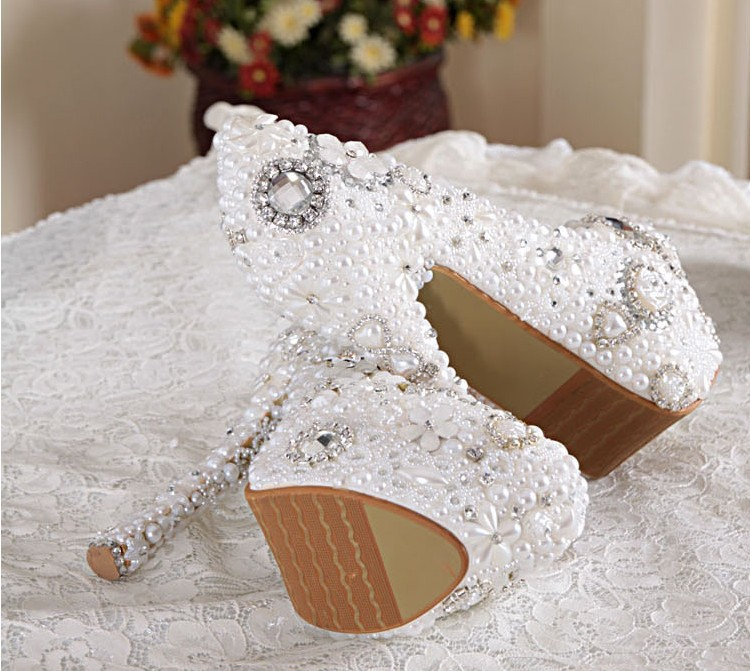 2018 White Color Gorgeous High Heel Shoes Imitation Pearl Rhinestone Pumps Wedding Dress Shoes Bridal Shoes Popular Formal Shoe цены
