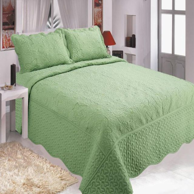 High-grade cotton quilted embroidery bed cover kit Comfortable warm bedding for families, three-piece bed cover
