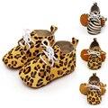 Nueva llegada del bebé niñas niños niños zapatos de leopardo caballo zapatos de cordones de cuero genuino suave suela antideslizante primeros zapatos del caminante 0-18 m