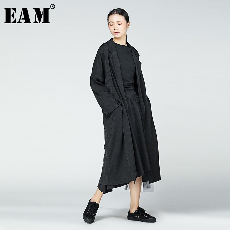 [EAM] 2019 Spring New Fashion Lattice Long Type Turn-down Collar Jacket Loose Long Sleeve Coat Back Vent Women YC138