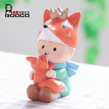 ROOGO Hot Sale Little Prince With Small Fox Shape Resin Toys For Garden Decoration famous figurines figurine mini