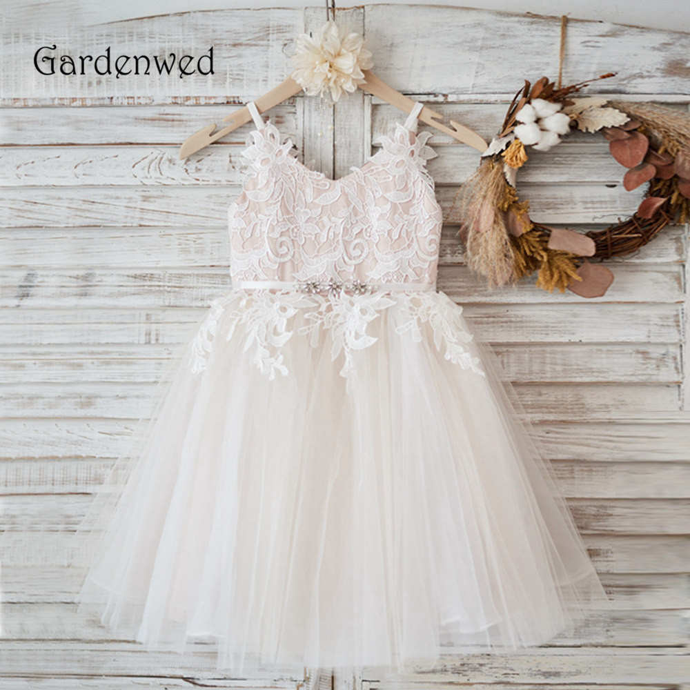 Spaghetti Straps V Neck Flower Girl Dress 2020 Appliques Nude Lining Tulle Princess Communion Dress Kids Baby Prom Gowns