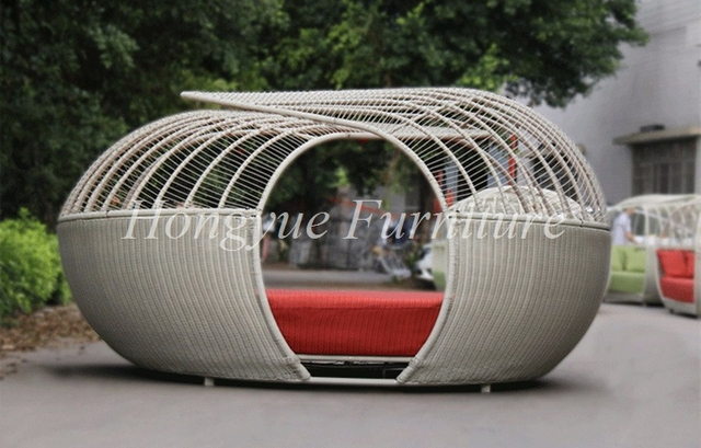 Forma de la jerarquía del juego de muebles de mimbre al aire libre sofá-cama con dosel