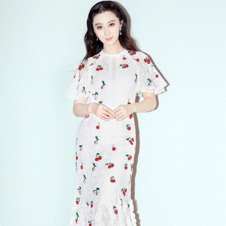 Fan bingbing star avec petite robe en dentelle imprimée cerise blanche robe queue de poisson tempérament féminin de la robe