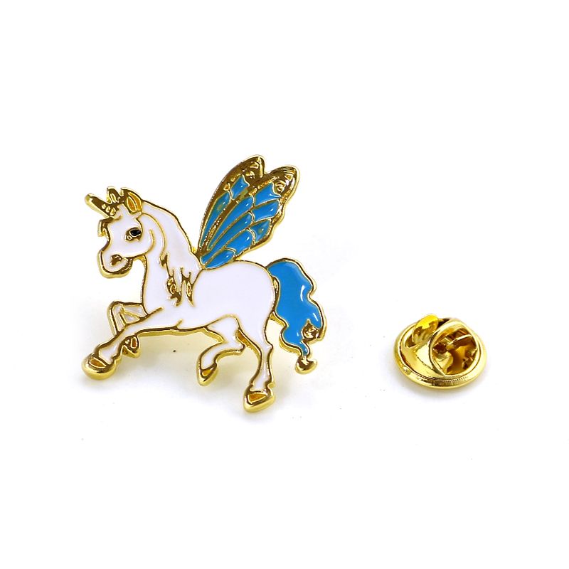 Pony With Wings Horse Unicorn Deer Brooch Button Pins Coat Jacket Pins Badge Cartoon Animal Jewelry Gift for Children Trinkets