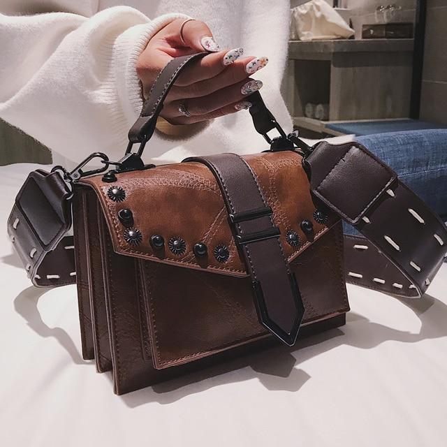 3db00d895d ... Couro PU Bolsa Rebite Ombro Mensageiro Sacos do Desenhador das Mulheres.  European Fashion Retro Female Square Bag 2018 New Quality PU Leather Women  S ...