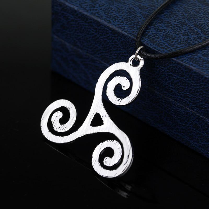 Teen Wolf triskel Necklace Werewolf Boy Pendant Necklace Jewelry Metal Delicate Accessories for Men Women Cosplay 2