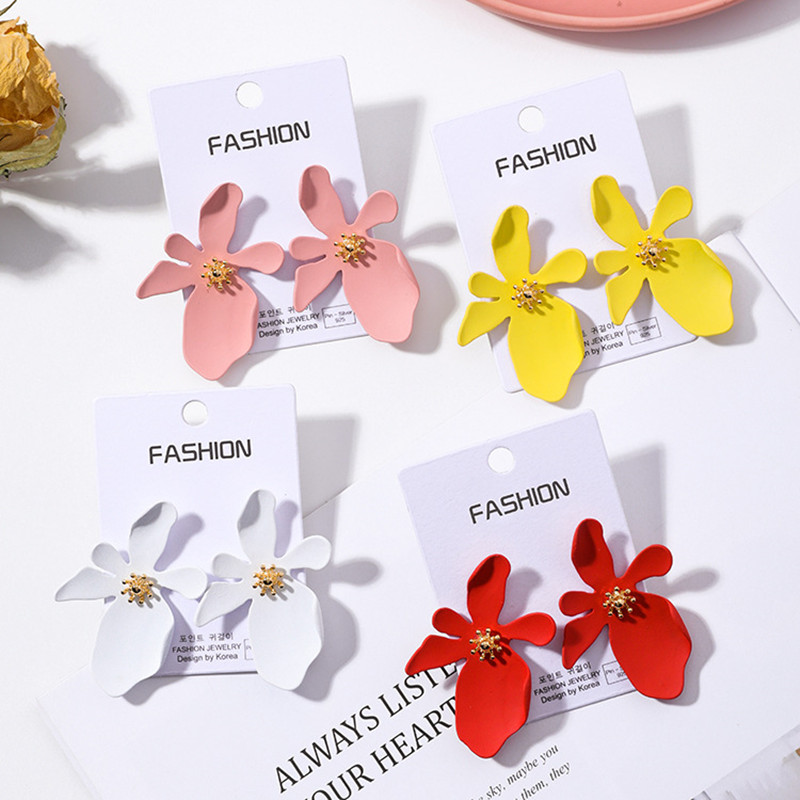 Modern Women 39 s Earrings 2018 Irregular Daisy Women Stud Earrings Korean Fashion 925 Silver Needle Female Jewelry Accessories in Stud Earrings from Jewelry amp Accessories