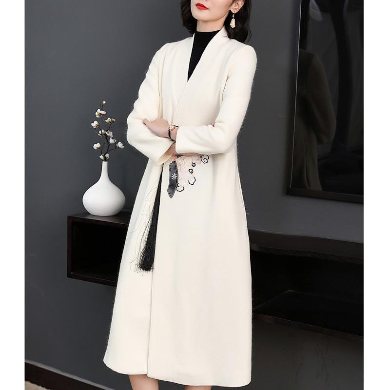 52f6dfbb1bbd9 black Bouton Manteau Long Haute Femmes Vintage Cachemire Laine Beige Hiver  De Gland Unique Qualité Mohair Broderie 2018 Femelle wTOx5UqEn