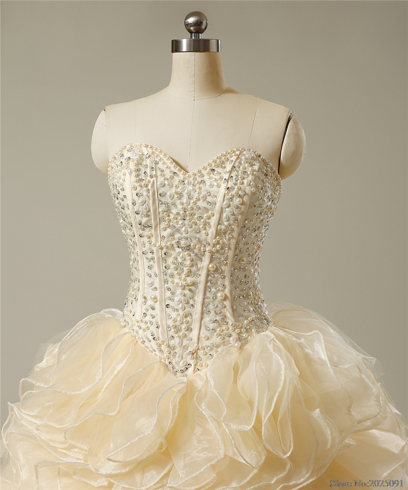 New Sweetheart Champagne Quinceanera Dresses 2017 Ball Gown with Pearls Crystal Cheap Quinceanera Gowns Long Prom dress