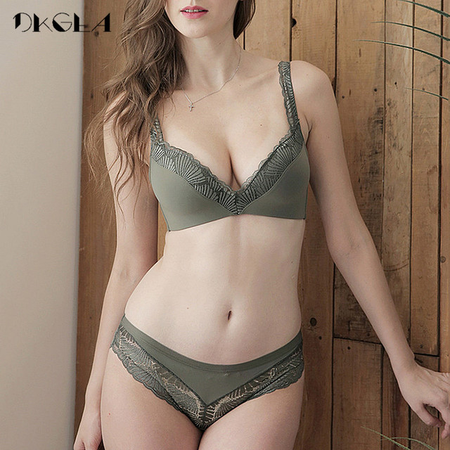 New Fashion Lingerie Thin Cotton Bra Panties Set Lace Brassiere Wire Free Bra Set Deep V Sexy Underwear Set Women Embroider Bras 2
