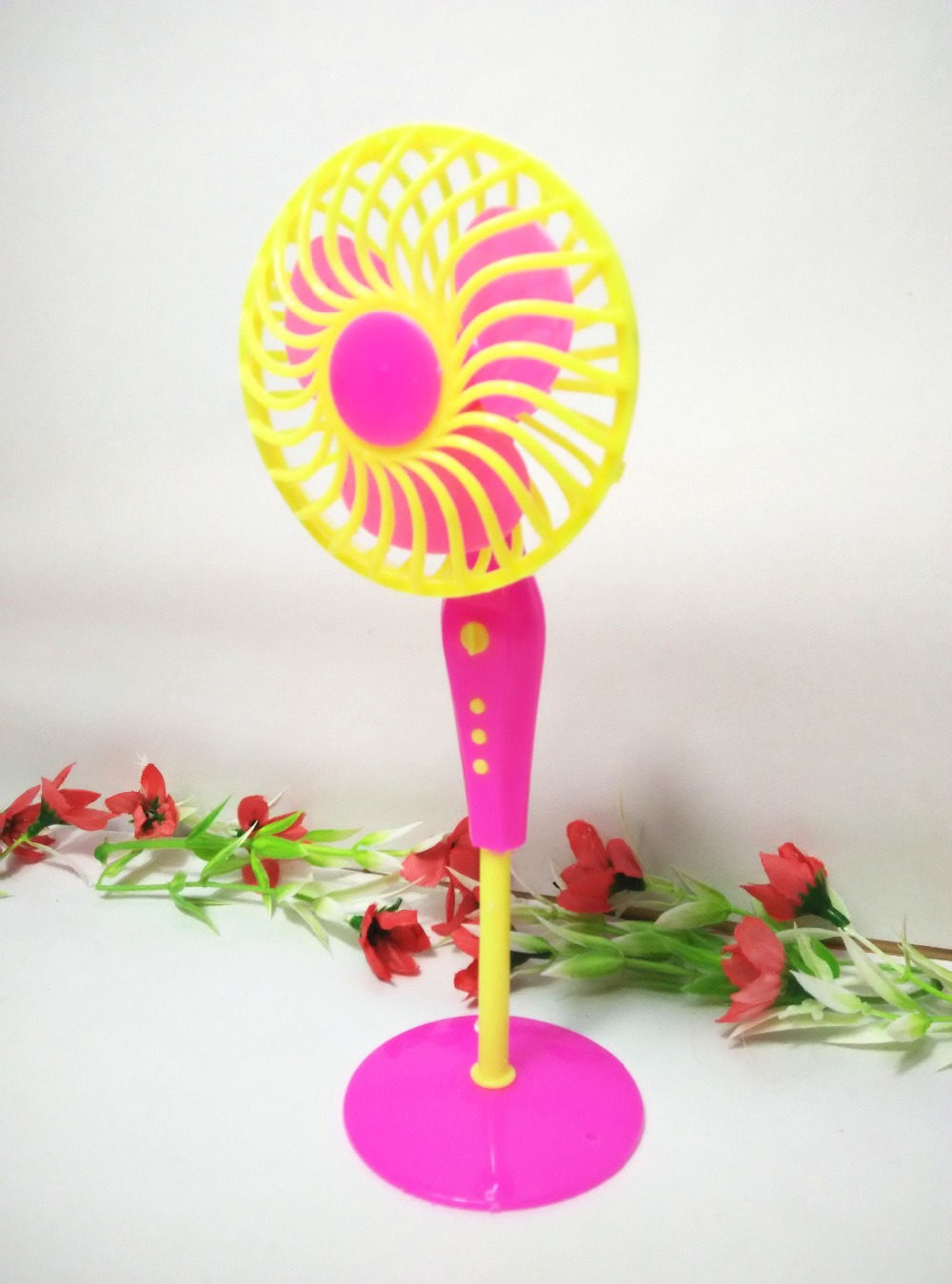 Child's play home toys  Plastic Electrical Fan Furnishings Mini Equipment for Barbie Doll Home Traditional Toys for Woman Free Transport