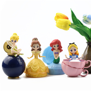 Image 2 - Akcja Disney księżniczka rysunek zabawki 4 sztuk/zestaw tajemniczy Gashapon księżniczka Alice ARIEL DAZZLES BELLE skręcone jajka zabawki...
