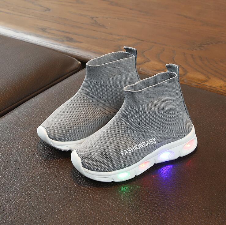 39de78b57 Zapatos de luz LED para niños nueva marca primavera niños zapatos  deportivos aire malla luminosos zapatillas brillantes niñas zapatos con luz